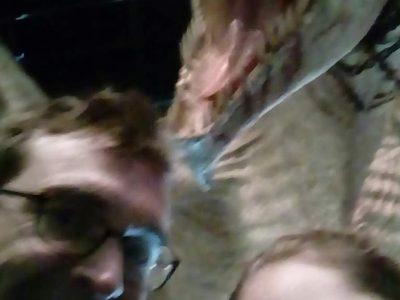 Collège Simone Veil Neuillé pt Pierre Une photo de mon père et moi devant le dragon du musée Harry Potter à Londres