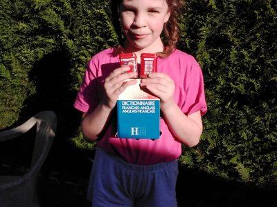 Allonnes   Maelwenn Beauchamp  Un livre d'anglais plus deux cabinets téléphoniques