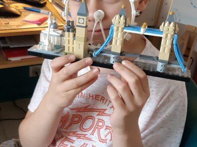 Sceaux Collège Sainte Jeanne d'Arc  Mon nom : Paul beltran  Pour m'occuper pendant le confinement : legos de Londres !!