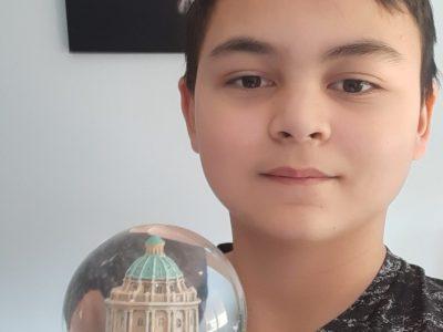 Mon collège s'appelle le collège Jules Verne, il se situe à Plaisance du Touch. Mon objet est une boule à neige venant d'Oxford.