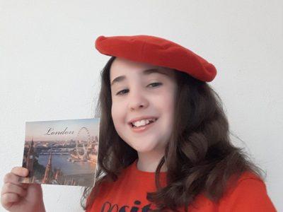Collège Saint Joseph Nay   Good morning  !!! Je suis à  Londres en Angleterre : je porte un béret rouge et une carte postale  !!! Cordialement  Valentine GUILLON 6°1