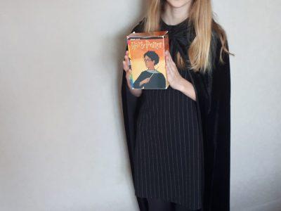 Bonjour,  Je m'appelle Charlène Garnier et je suis au collège André Malraux . Sur ma photo, je suis déguisée en Harry Potter car ce film est en anglais et qu'il fait parti de mes films préférés .