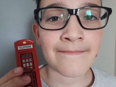 FOUESNANT COLLEGE KERVIHAN  Je préfère quand même mon téléphone portable, il est moins lourd pour appeler.