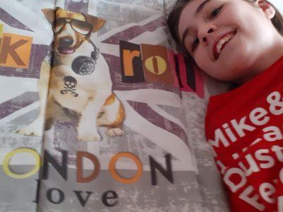 Ville: Reyrieux  nom de mon college: jean compagnon  je me suis bien amuser a prendre la photo avec le petit chien