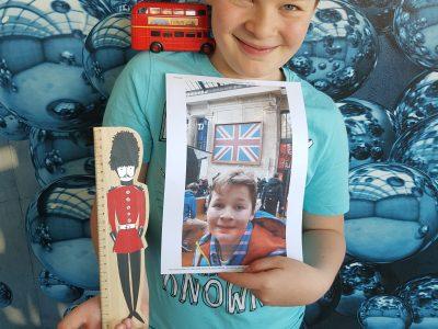 Lille collège FRANKLIN  C'est Arthur qui rentre d'un voyage linguistique à London. Je suis  recouvert de souvenirs!!!.