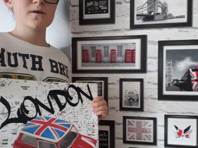 Verny collège Nelson Mandela. La photo est en rapport avec Londres et toute les décorations représentent la capitale britannique.
