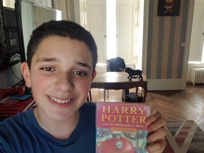 Voisenon- College Nazareth La Salle  Voici ma chambre: au mur un cadre de la Reine D'Angleterre, sur mon bureau le bulldog anglais, pour tapis le Union Jack et mon livre preferé en anglais: Harry Potter