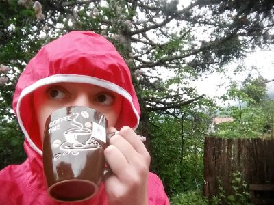 Bellevaux Collège notre dame  La pluie n'empeche pas de boire un bon thé!!!