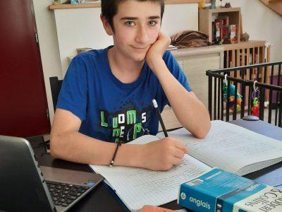 """Nantes Collège Simone Veil 44300 - Loan Perrot 6ème E """"Même à la maison, je travaille bien mon anglais ! Enjoy !"""""""