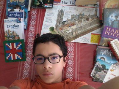 Bar le Duc, collège La Croix. Lire Harry Potter en anglais, génial pendant le confinement, vivement que j'aie le niveau nécessaire!
