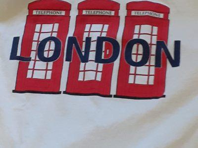 Collège des Cigognes à Gerstheim..... Mon T-shirt made in London avec ses cabines téléphoniques