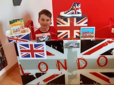 College Saint Jacques La Foret, La Mothe Achards  Voici ma passion pou le Royaume Uni qui est réuni dans ma chambre!!!