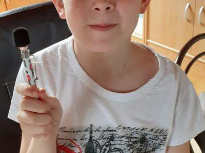 Masevaux - Collège Conrad Alexandre Gérard Photo à la fin du Big Challenge avec un Tee-shirt et un stylo ramené de mon voyage à Londres l'été dernier