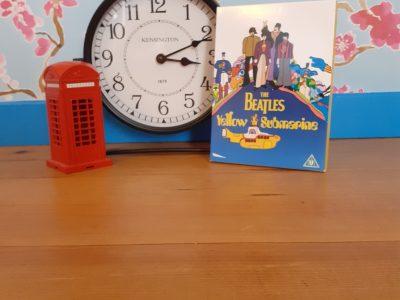 Beaumont-sur-Oise Jacques Monod  Hello ! J'ai choisis ces trois objets car ils me font penser à l'Angleterre  La fameuse cabine téléphonique rouge (un cadeau de ma soeur lors de son voyage là-bas) L'horloge au style Anglais Et enfin le CD des Beatles (j'ai aussi Help et Abbey Road)  Bon courage pour les corrections !  Lacassagne Lally