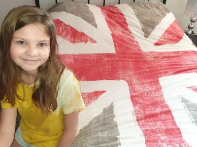 notre-dame la salle  PONT-A-MOUSSON      voici une photos de moi avec une couverture du drapeau du royaume-uni