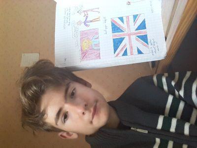 Je suis élève au collège Pierre Galery de Massiac ( Cantal, Auvergne). Je montre mon cahier pour le dessin du drapeau d'Angleterre.