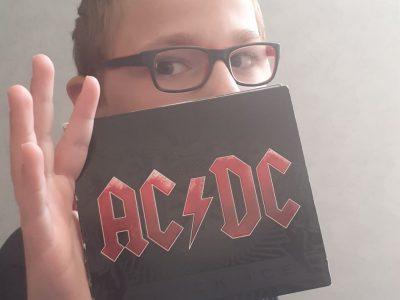 Vaucouleurs Les Cuvelles  J'ai pris un photo d'un des albums d'ACDC (Black Ice)