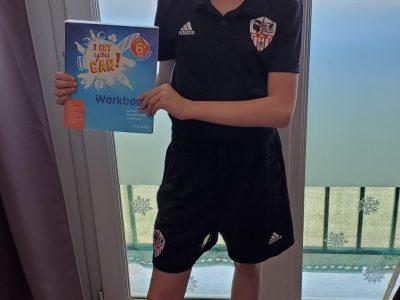 Corse du sud Ajaccio collège du stilettu  Je vous envoie une photo de moi avec mon équipement de l'ACA  et de mon livre de chevet ;)