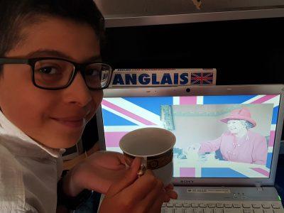 Liancourt, collège De La Rochefoucauld  Rien de mieu que de boire un verre de thé avec la renne d'Angleterre :)