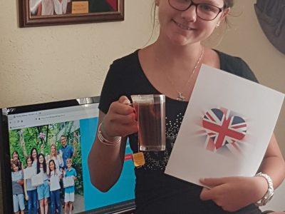 Calvi Colège Orabona. Après avoir fait le challenge j'était très heureuse , j'avais bu mon thé clayon hihihi , et dans ma main j'avais le drapeau . Je souhaite beaucoup de chance et bonheur pour les autres joueurs . Sara Adamczyk 6A .