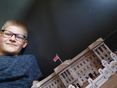 Ville : Gisors Nom du collège : Collège Jeanne d'arc Petit puzzle que j'ai fait de Buckingham Palace. Nathan Laniez :)