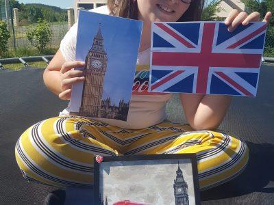 J'ai mit Big Ben une peinture d'un bus et de Big Ben une photo de Big Ben et du Tower Bridge et un drapeau britanique