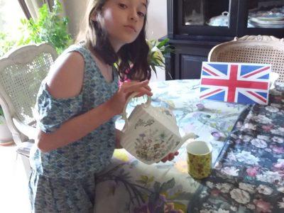 Pibrac lasalle   Je suis dans un salon de thé et je sert un thé à une dame  la photo c'est Elle envoyer? Sinon je pa reenvoyerais