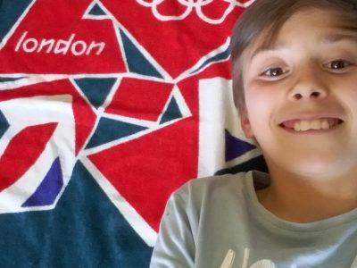 Collège Marguerite de Navarre à Pau.  Selfie avec ma serviette de plage que j'ai obtenu aux jeux olympiques de Londres en 2012.