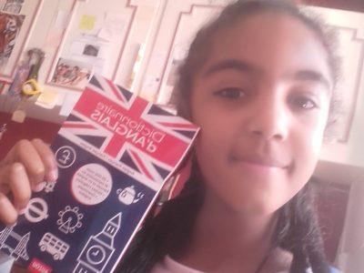 Artemare,collège du Valromey  J'ai pris le dictionnaire d'anglais car à travers le dictionnaire, j'apprends beaucoup de choses (mots). C'est très enrichissant.