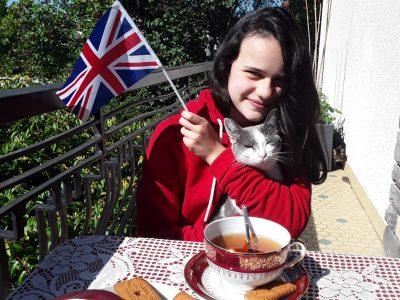 Collège Lucie Aubrac de Clermont-Ferrand  Tea time with my cat ! Ludivine Dumousset