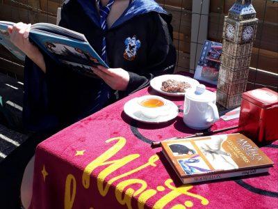 Collège René Cassin Wizernes Petit thé au soleil en lisant un livre