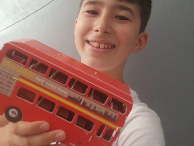 """Je suis au collège La sainte Famille à Moissac  """"The red bus comes into my hand"""""""