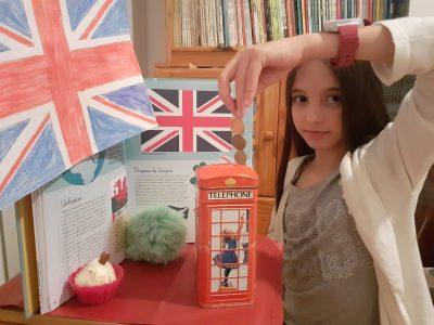 Sausset les pins, collège pierre matraja. Vive l'Angleterre et ses cabines téléphonique!!!