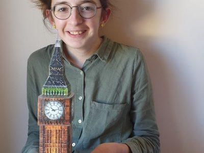 Je suis scolarisée à Blois dans le collège Sainte Marie . Je me suis photographiée avec Big Ben en 3D.