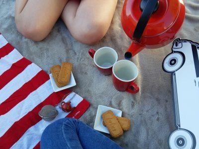 """ANGERS - Saint Augustin  """"Keep calm and spill the tea""""  J'ai voulu représenté l'anglais par le fameux thé-biscuit c'est un peu comme le pain en France !! ;) Noémie"""