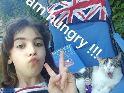 Collège beauregard de Burie. Petite photo avec ma petite PRINSESSE (Elle s'appelle Capsule) dans le jardin, et vive L'ANGLAIS !!!!!!!!!!!