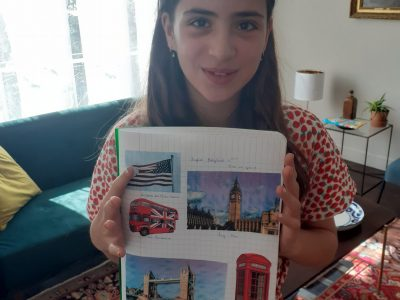 Collège St Exupéry à Vincennes 94300  Photo avec mon cahier d'anglais