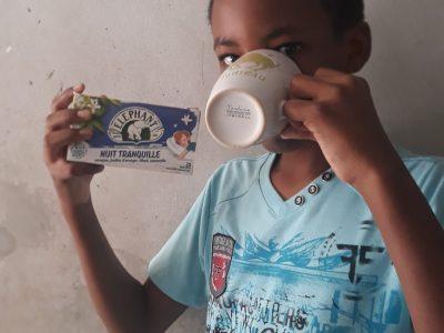 Gourbeyre (en Guadeloupe) ELMAC LUDOVIC Collège Richard Samuel.  Dégustation de thé à 16 heures.