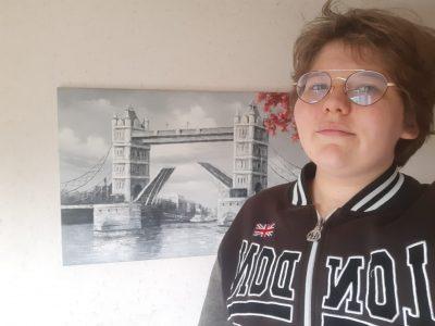 Salbris collège Saint Georges tableau du Tower Bridge de londre et sweet London, les 2 ramenés de mon voyage à Londre il y a 5ans.