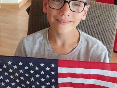 GUINGAMP - Collège Notre-Dame / Saint-Dominique  Quelques minutes après avoir fini the BIG Challenge ; le temps de mettre la main sur mon drapeau des USA !