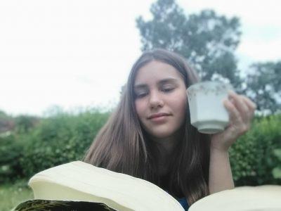 Un petit thé en lisant Harry Potter l'ordre du phénix  Uranie LEFOULON collège Henri Becquerel Avoine