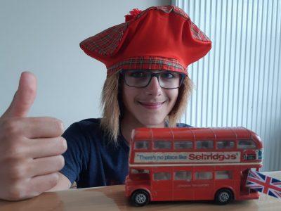 ST-HEAND COLLEGE JOSEPH-COLLARD CHIARAMONTE LENNI  Ce bus me fait rêver, je vais vite aller en voir dans leur pays d'origine : l'Angleterre. Ca y est je rentre dans le bus à deux étages, il fait rêver !!! Venez .