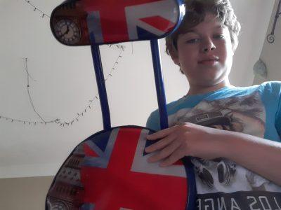 GRIGNY emile malfroy   cette chaise représente le drapeau de l'angleterre et le big ben