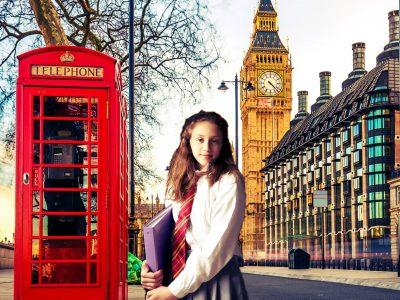 (Collège Jean Moulin  d'Artenay.)  J'adore l'Anglais avec mon uniforme Gryffondor de l'actrice Britannique !!