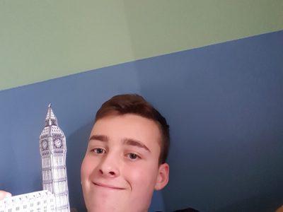 Big Ben et moi. Mais elle est minuscule !!??