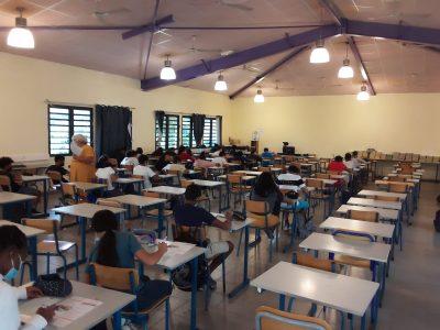 Collège Alexandre Monnet à St Benoît sur l'île de La Réunion! Nos élèves concentrés ont donné le meilleur d'eux-même!