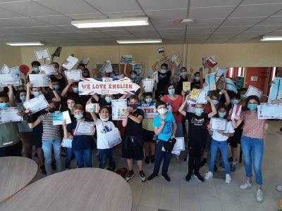 Les élèves du collège Claude Boucher à Cognac étaient très contents de recevoir leurs cadeaux !
