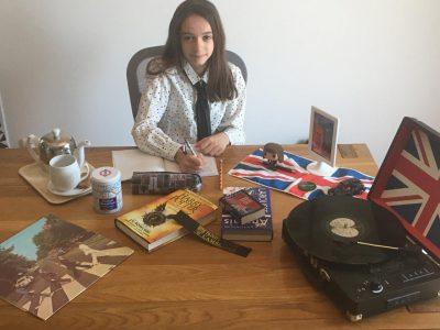 CLERMONT-FERRAND  COLLEGE LUCIE AUBRAC  A la maison, mais toujours motivée pour de l'anglais !  Even at home I like working english !