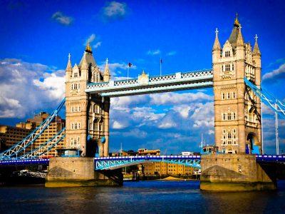 London bridge and river Thames un pont très beau et connu d'Angleterre
