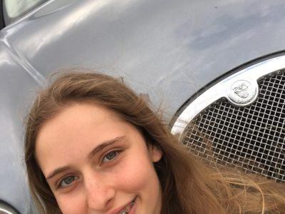 Jaguar marque emblématique anglaise.  J'habite à Béziers, je suis au collège Saite Madeleine.